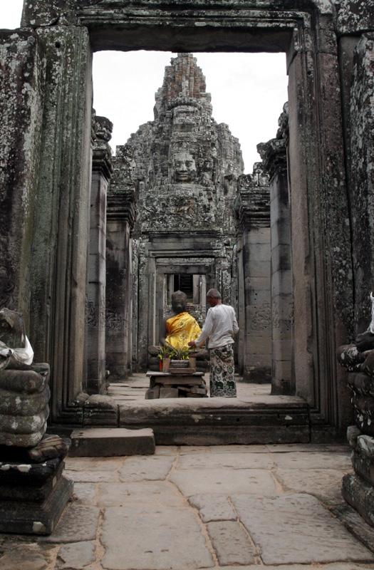 Incense for Buddha 372.jpg