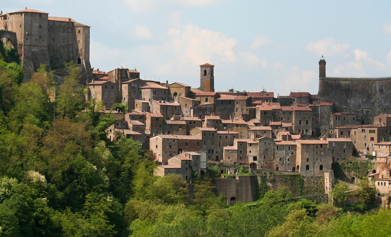 An hour later, were at Sorano, another beautiful hill town.