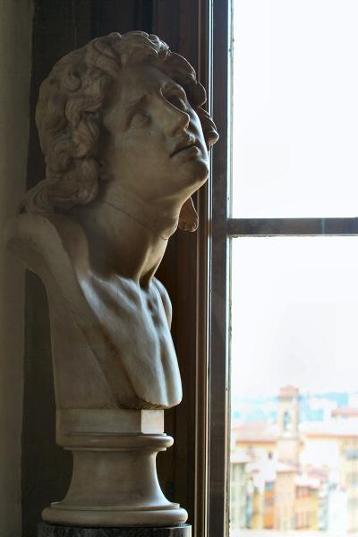 At <a href=http://tinyurl.com/ht4p8 target=_blank>Uffizi</a> Museum window, Dying Alexander