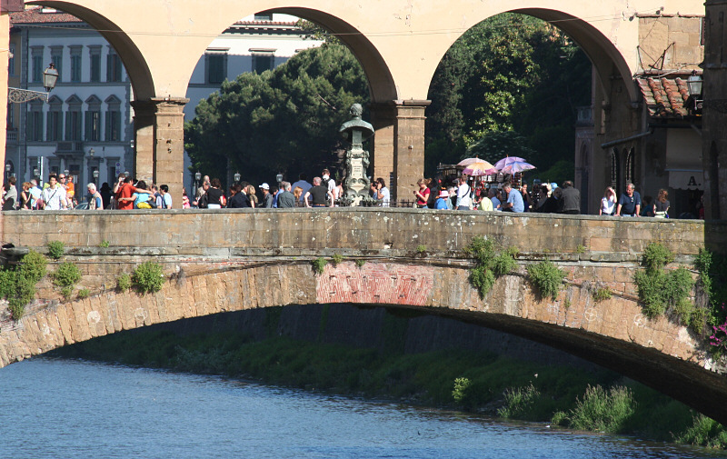 Long shot of foot traffic on that bridge (goldsmith shops)
