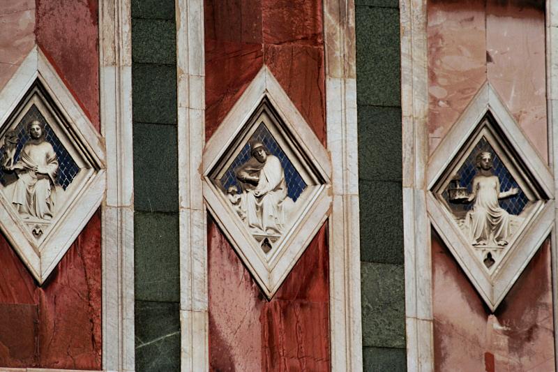 More duomo/cathedral marble facade decoration