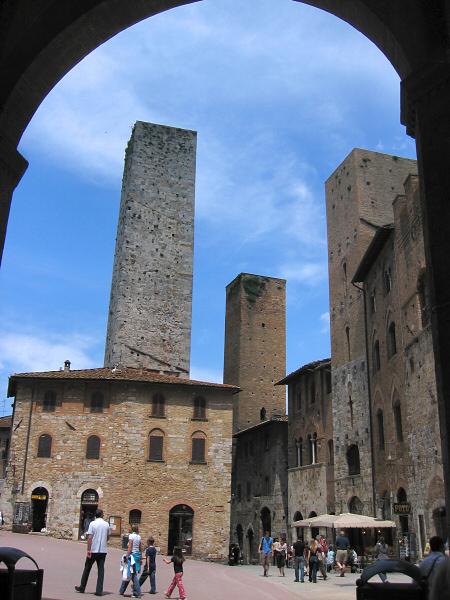 Still sitting lazily in Piazza Duomo loggia spot