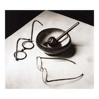 Mondrians glasses and pipe, 1926