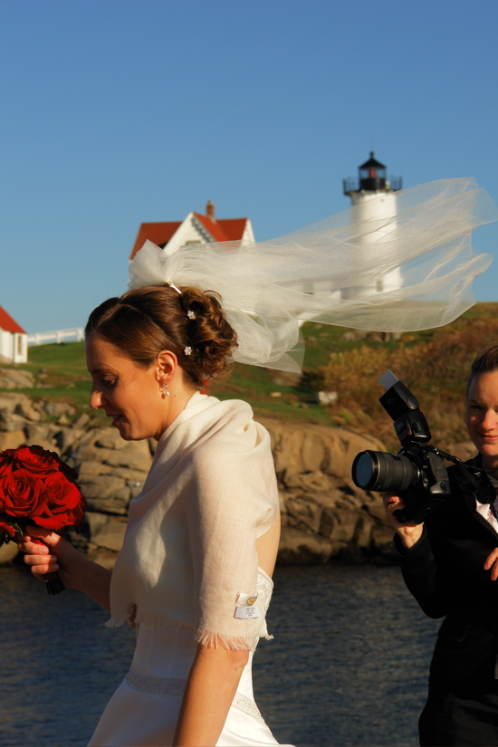 DSC04543.jpg nubble light house! wedding photographer waits for the moment