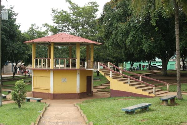Quiosco y Parque Central