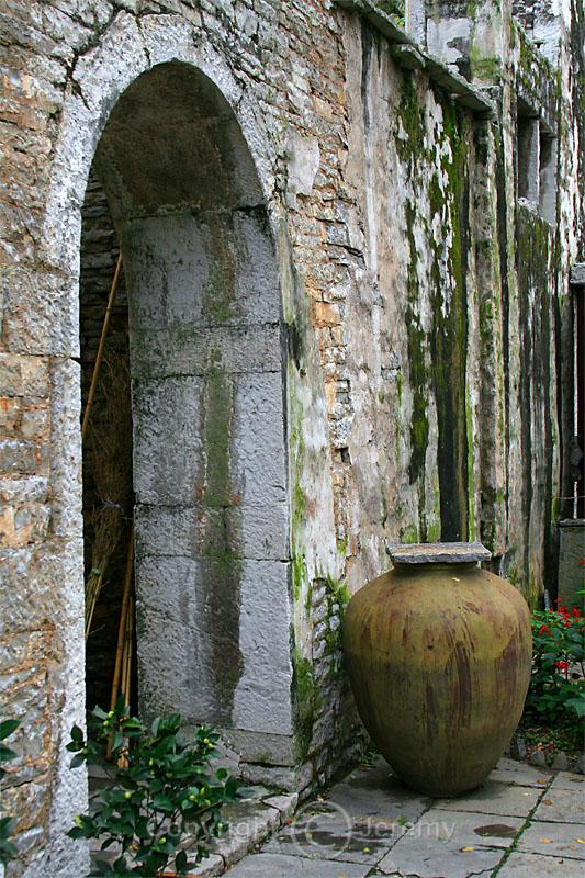 Stone House, TianLong Tunpu (Oct 06)