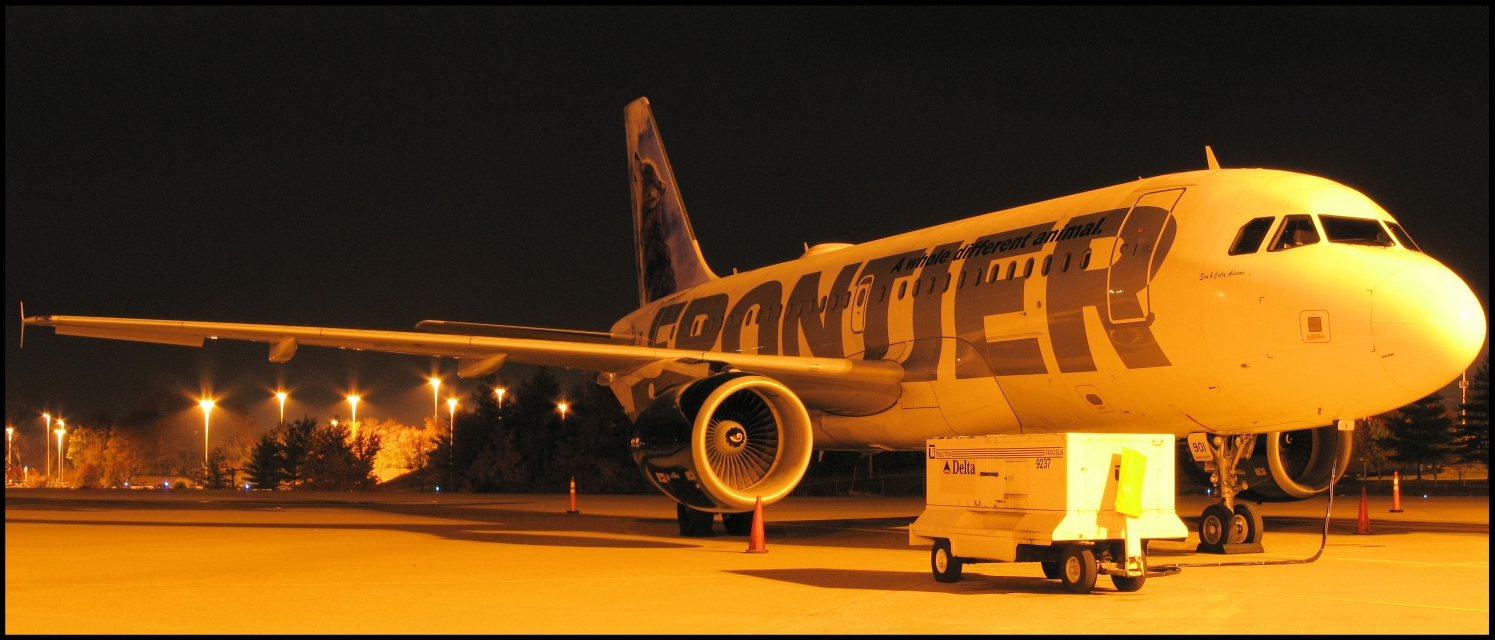 Frontier Airlines Airbus A319 (N901FR) **Panoramic** Wally the Gray Wolf