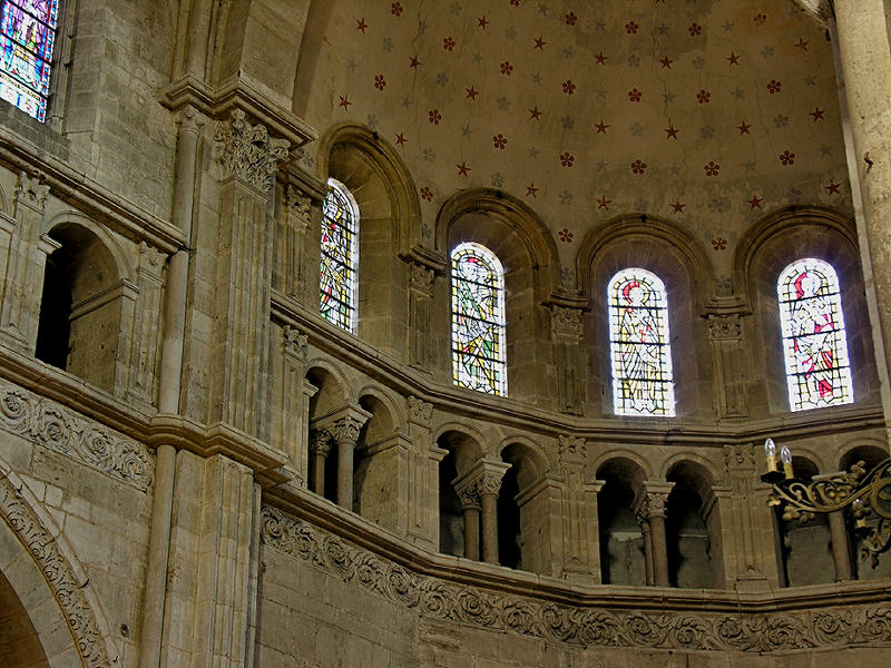 11 Apse Clerestory and Triforium 88001937.jpg