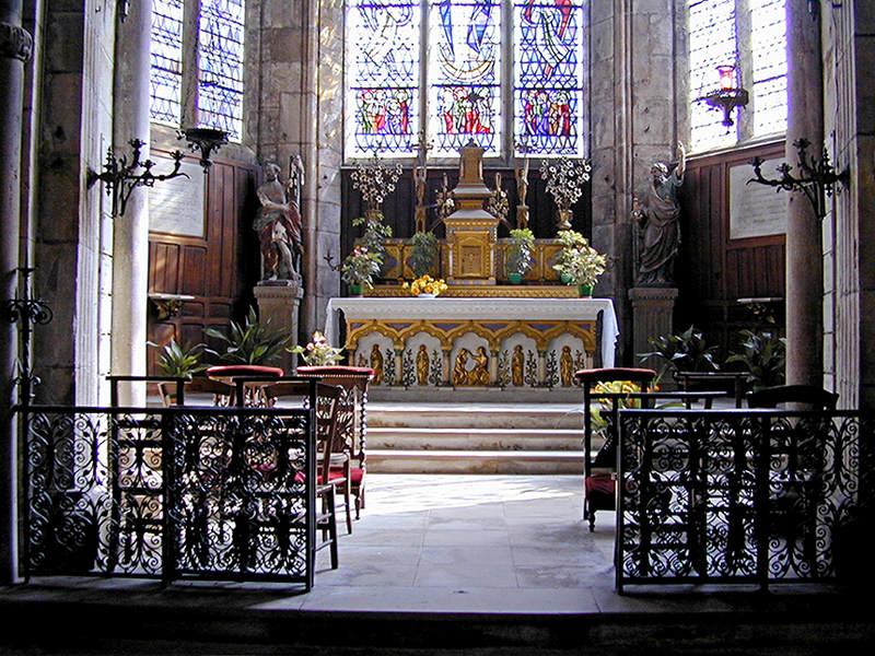 22 Apse Chapel Altar 9504938.jpg
