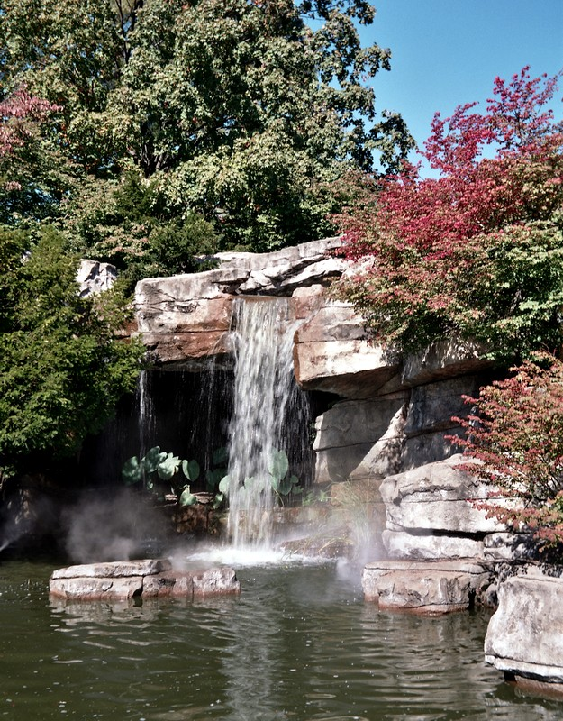 waterfall02.jpg