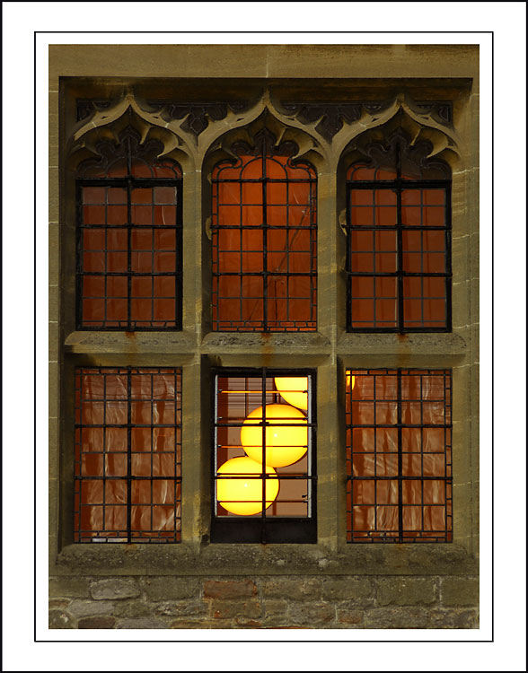 Lights in the window, Wells