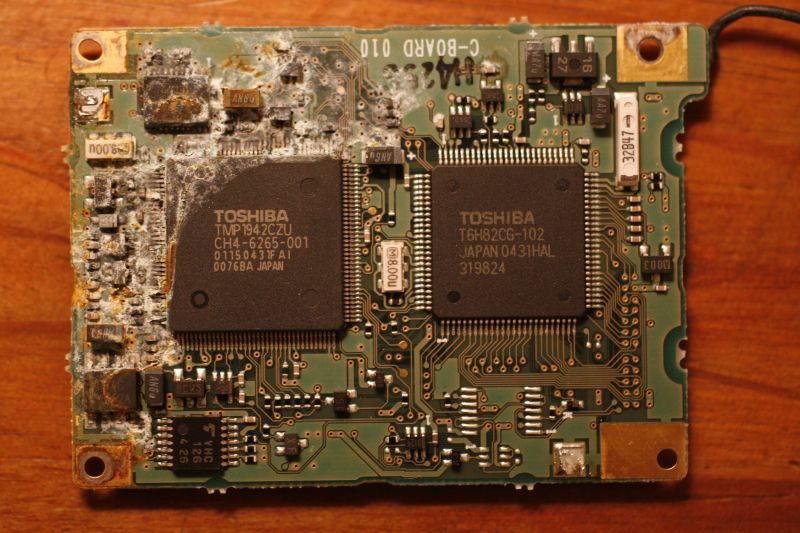Dremeled circuit board - under the cover - close-up.