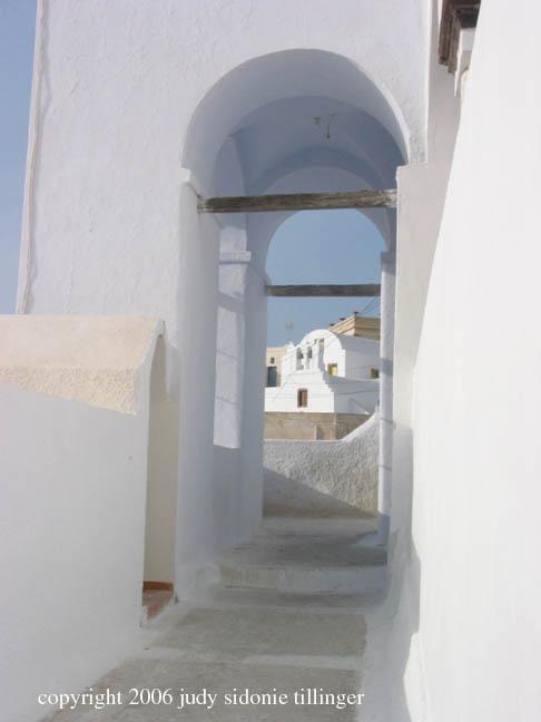 9.15.06 pm pirgos arch