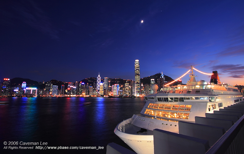 A clear night in Victoria Harbour