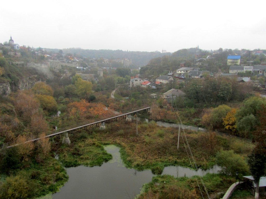 the Smotrych River loops around the island old town