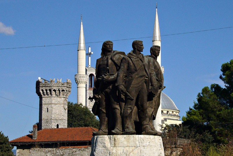 Shkodra - Five Heroes Monument
