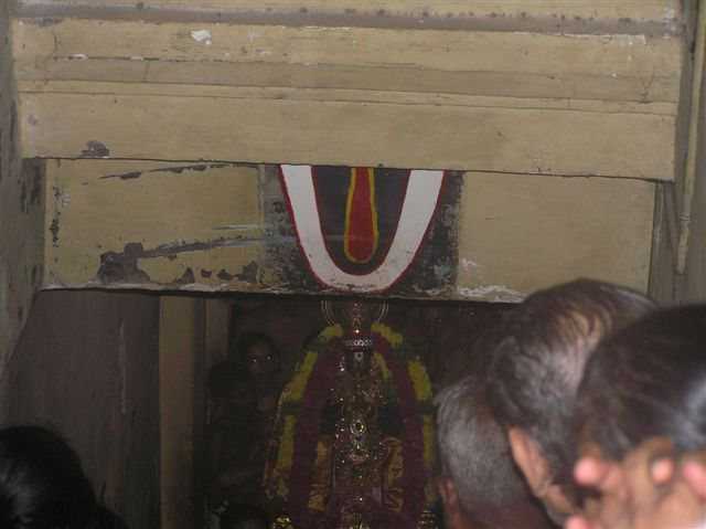 72_SwamiAscendingHasthigiri.JPG