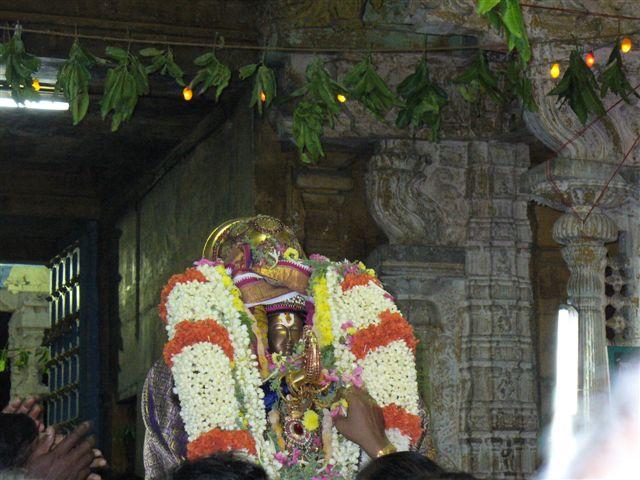 9905_SwamiAfterPushpaVrushti.JPG