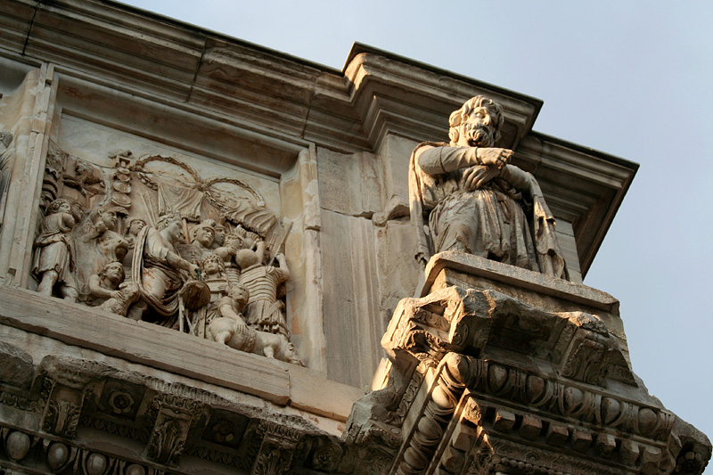<a href=http://tinyurl.com/lpwr6 target=_blank>Arch of Constantine</a> at twilight - 7pm