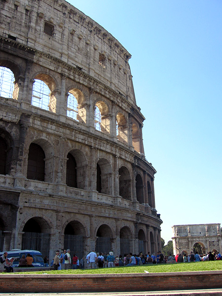 The now usual scene, with <a href=http://tinyurl.com/rcszq target=_blank>Arch of Constantine</a> behind