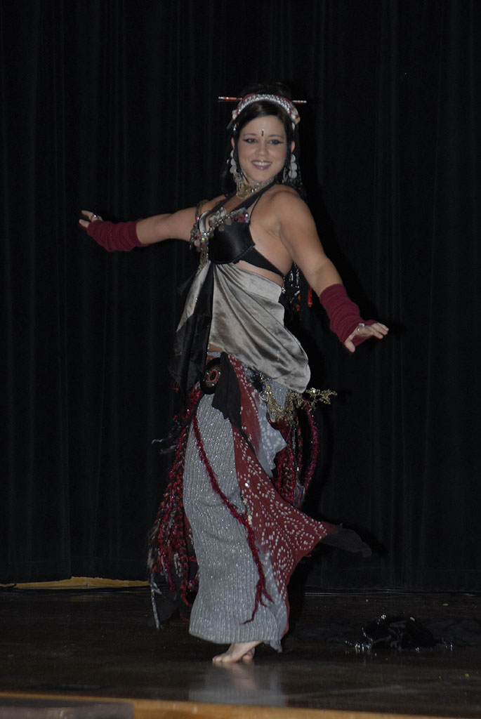 Belly Dancer at ISU International Night 2006  _DSC0425_1.jpg