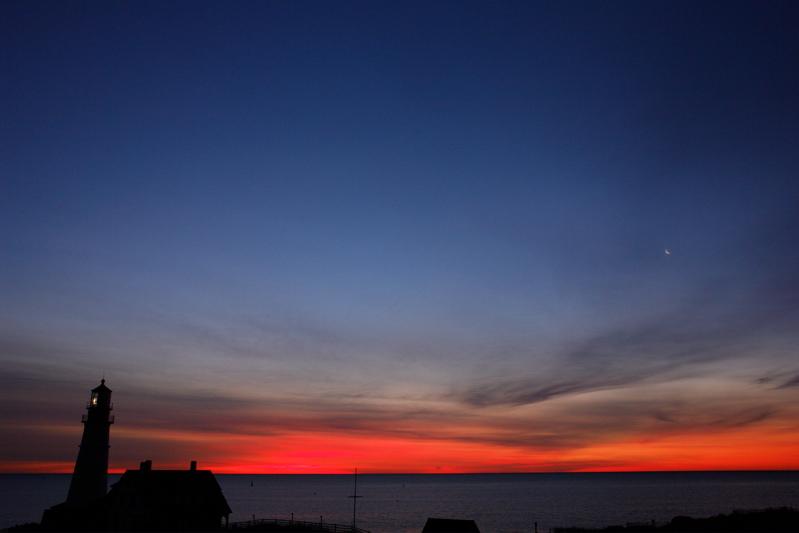 DSC00396.jpg THREE LIGHTS this wonderful crescent moon sky occurred 1/2 BEFORE sunrise!
