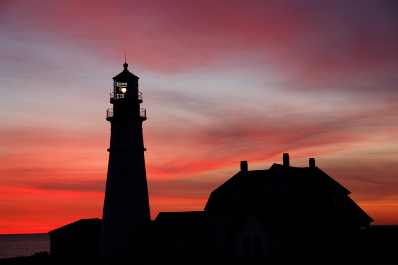 DSC00436phl.jpg same pre dawn morn seen in link below... :)))))))))) BEOFRE sunrise... prtland head light