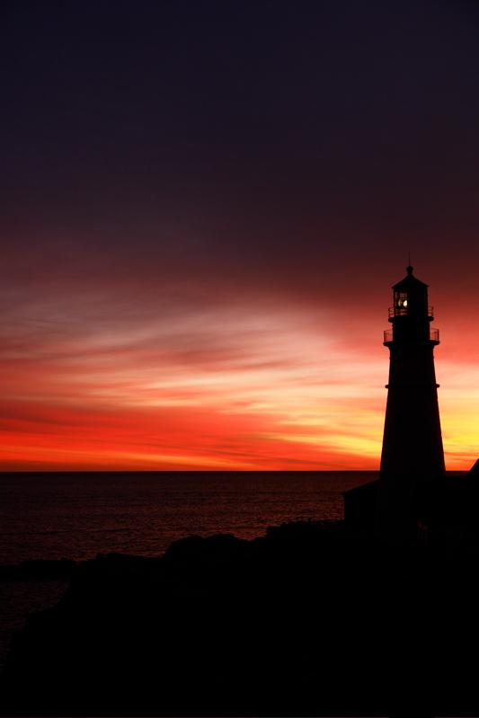DSC00923.jpg gorgeous portland head light dawn, center shot of hand held pano
