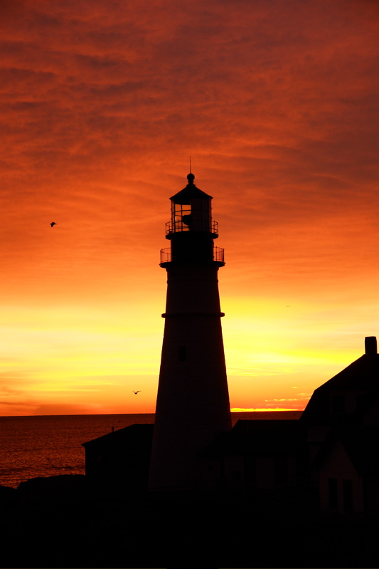 DSC00201pano.jpg center image of a Portland Head Light panorama dec 22, 06 same day as finished pano...