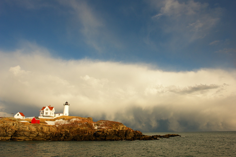 309DSC03431.jpg WILD SNOW SQUALLS AND LIKELY WATERSPOUTS AT NUBBLE LIGHT