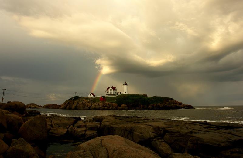 1359DSC08951.... MAGIC AT THE NUBBLE... nubble light... Nubble Lighthouse... york beach, maine, see...