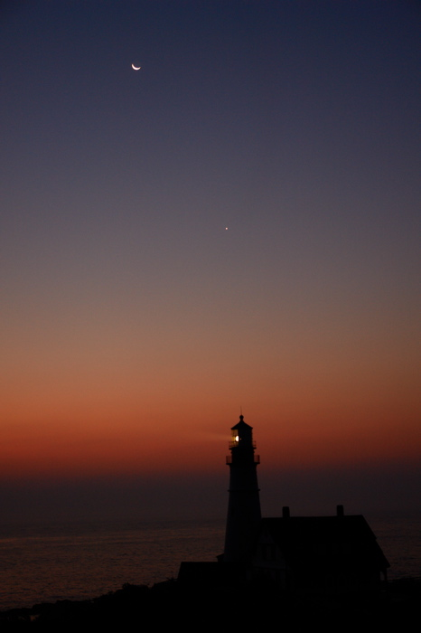 DSC09350.jpg THE NEW MOON RESTS IN THE NEW MOONS ARMS WITH VENUS OVER PORTLAND HEAD LIGHT