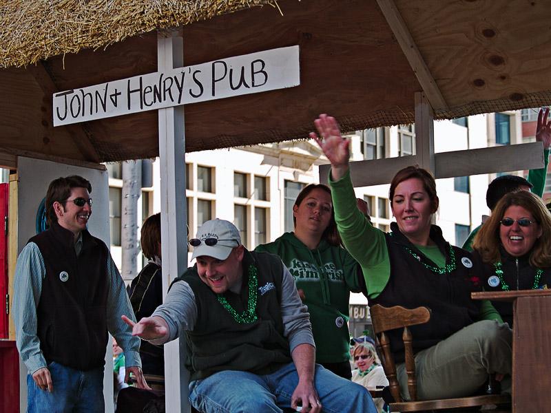 John & Henrys Pub
