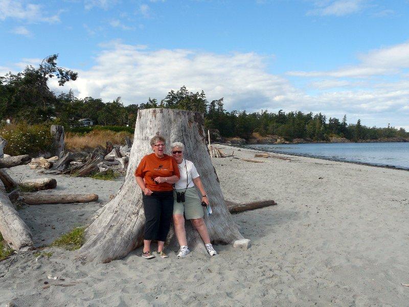 Christien and Lea on Lillians beach