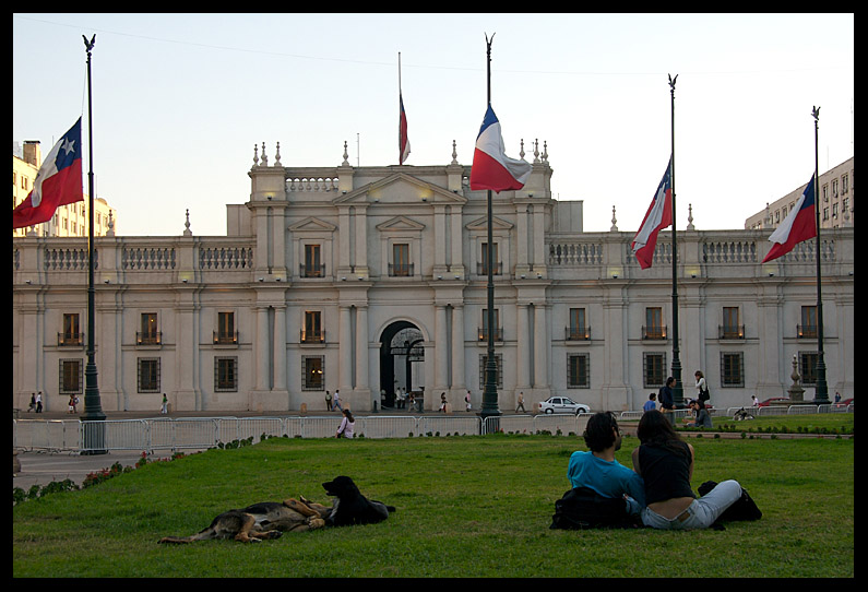 Couples at the Moneda