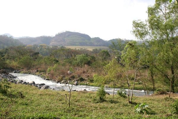 Rio Madre Vieja a su Paso por el Municipio
