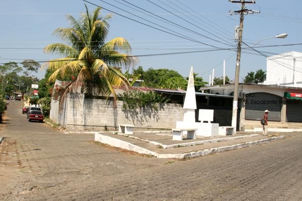 Calles y Monumento al Centenario del Poblado