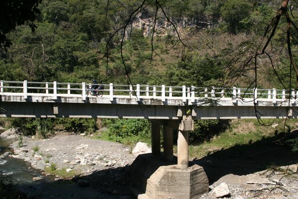 Puente de la Carretera Hacia Gracias a Dios