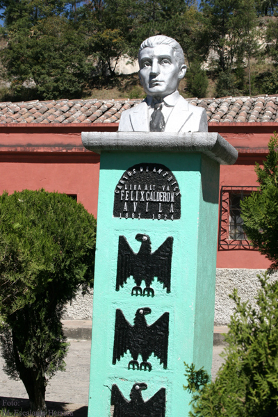 Monumento al Poeta y Diplomatico Felix Calderon Avila