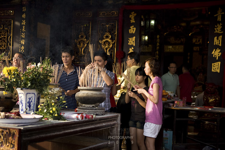Devotees at Cheng Hoon Teng Temple