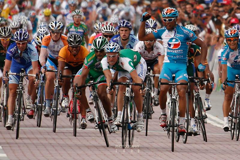 KUALA LUMPUR - FEBRUARY 15: Riders take the finishing line at the le Tour de Langkawi 2009 KL Criterium race on February 15, 200