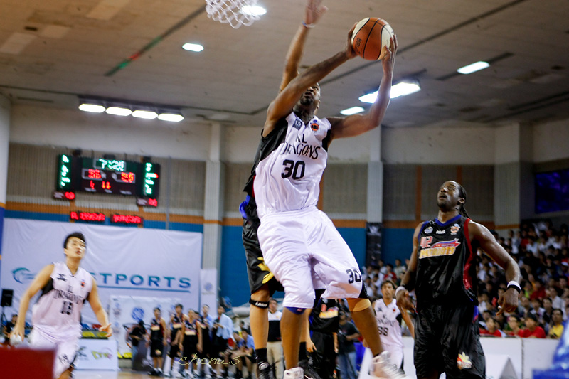Chris Kuete lay-up challenged from behind (CWS2331.jpg)