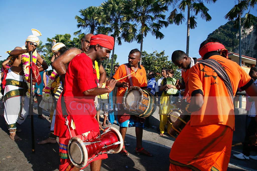 Urumi melam drummers accompany the devotees