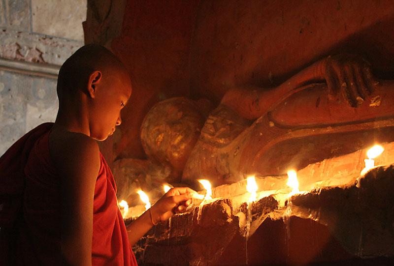 Worshipping Buddha (Dec 06)