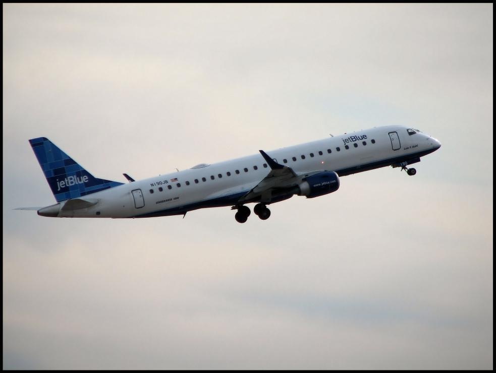 JetBlue Airways Embraer 190 (N190JB)