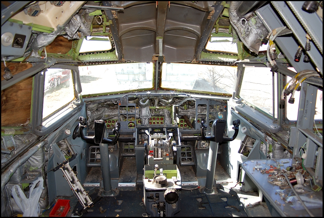 Sun Country Airlines Boeing 727-200 Cockpit N291SC (or whats left of it)