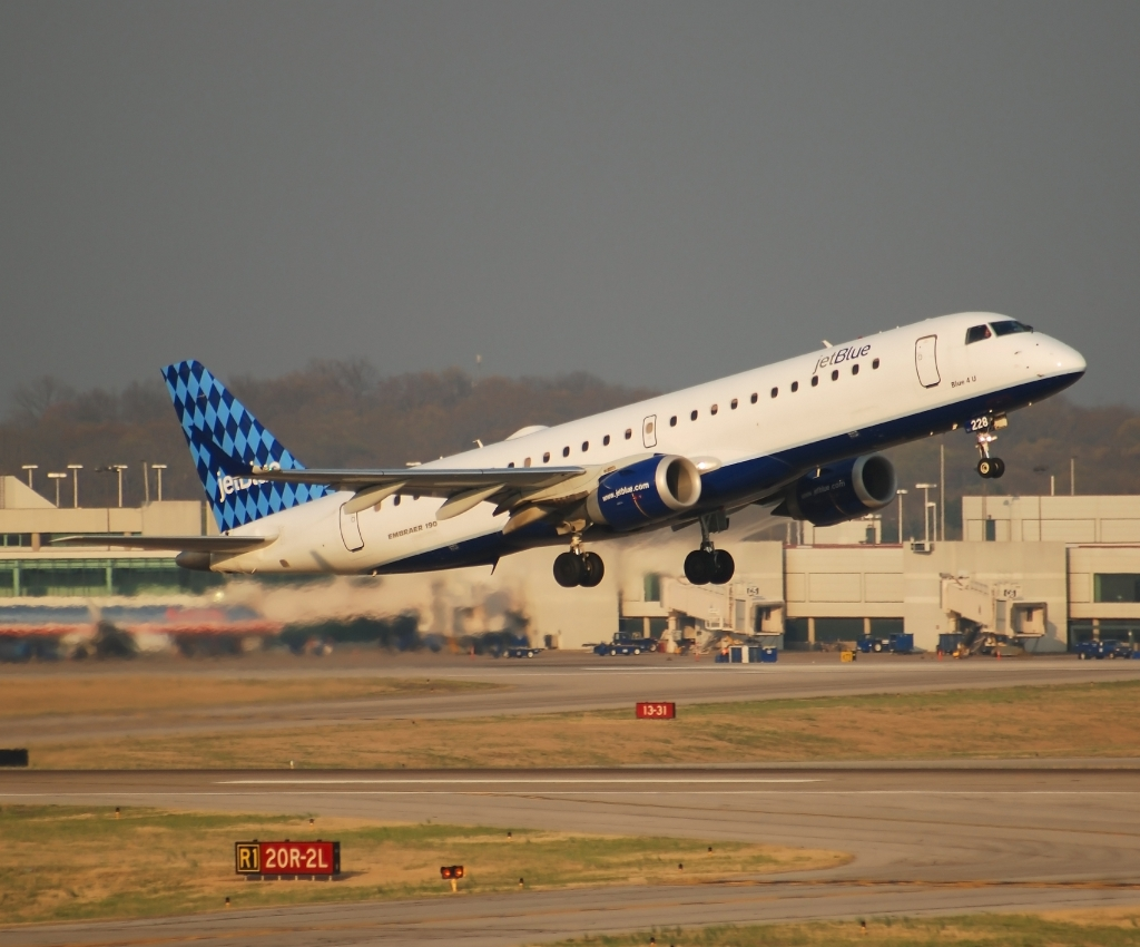 JetBlue Airways Embraer 190 (N228JB)
