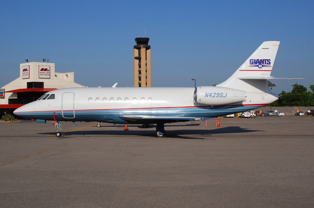 New York Giants Dassault Falcon 2000 (N429SJ)