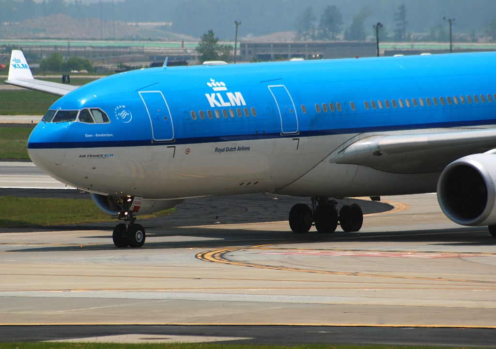 KLM - Royal Dutch Airlines Airbus A330-203 (PH-AOA)