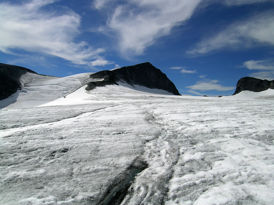 Galdhoppigen and glacier